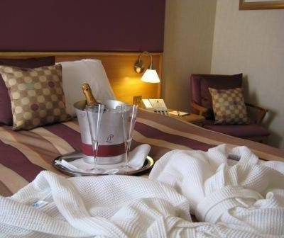 VALENTINES OFFER    PROSECCO,  Dinner, Bed & Breakfast       £55 per person